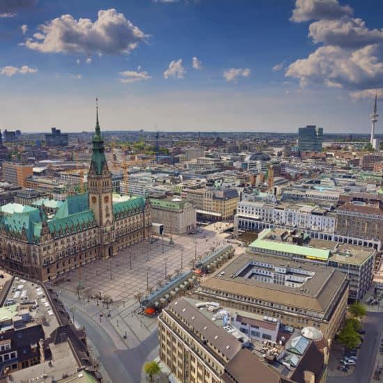 Drohnenblick über Hamburg Projektentwickler Deutschland
